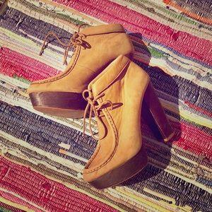 ZARA platform ankle boots. Classic w/ a twist!